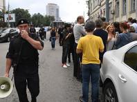 Поддержать Кирилла Серебренникова к зданию суда пришли около 100 человек