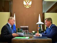 """Путин вручил астраханскому губернатору папку с жалобами на """"Газпром"""" от россиян, ожидающих голубого топлива более 10 лет"""