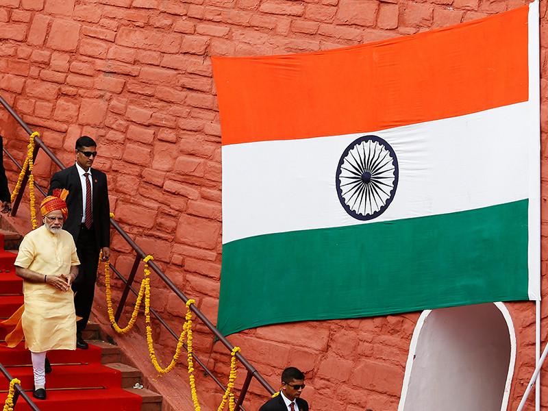 """Не обошлось без конфуза - в сообщении на сайте Кремля, опубликованном в 10:00, первоначально было указано, что глава российского государства адресовал телеграмму """"президенту Индии Пранабу Мукерджи и премьер-министру Индии Нарендре Моди"""""""
