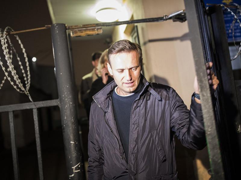 Оппозиционеру Алексею Навальному, который был задержан на выходе из своего дома, спустя 10 часов ожидания в ОВД было предъявлено обвинение по ч.8 ст.20.2 КоАП РФ (повторное нарушение установленного порядка организации либо проведения собрания, митинга, демонстрации, шествия или пикетирования)
