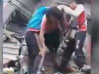 """Водителя """"КамАЗа"""" считают виновным в столкновении с поездом в ХМАО. Число пострадавших растет"""