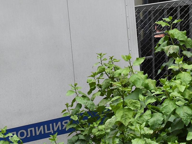 Ученика девятого класса школы N1 в подмосковной Ивантеевке, напавшего на учительницу и устроившего стрельбу в этом учебном заведении, 7 сентября доставили в Басманный суд Москвы, который должен избрать меру пресечения 15-летнему подростку