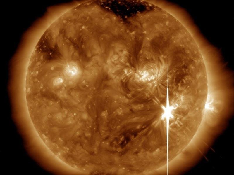 Вечером в пятницу, 8 сентября, к планете придут облака плазмы, выброшенные из атмосферы Солнца колоссальной силой взрыва. Размер этих облаков - до 100 миллионов километров и больше