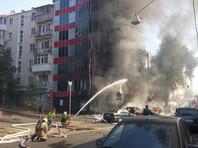 В 15:15 по московскогму времени пожар в здании отеля был локализован