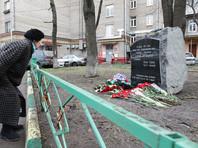 """В Москве женщина в хиджабе и мужчина кинули """"коктейль Молотова"""" в памятник полковнику Буданову"""