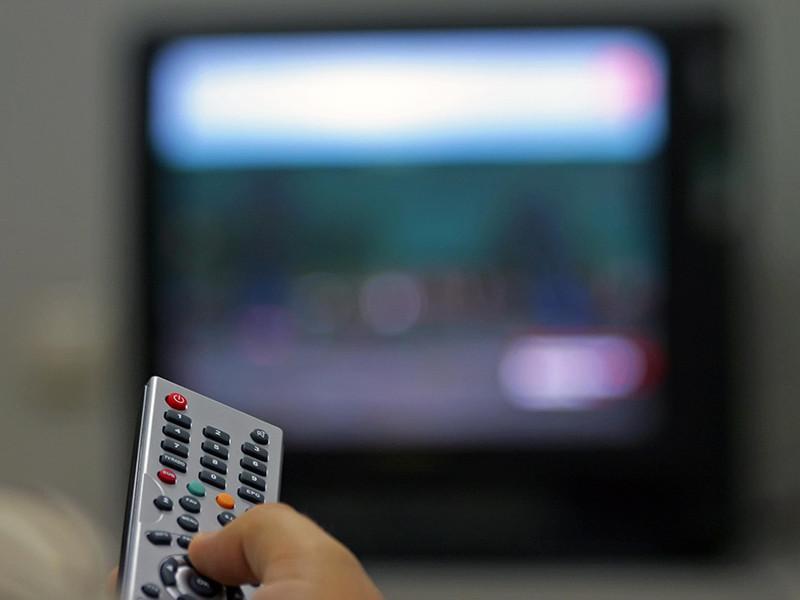 Фонд социального страхования на Сахалине подарил телевизор инвалиду по зрению