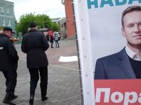 Во Владивостоке полицейские разобрали агитационный куб Навального, который мешал прохожему дышать