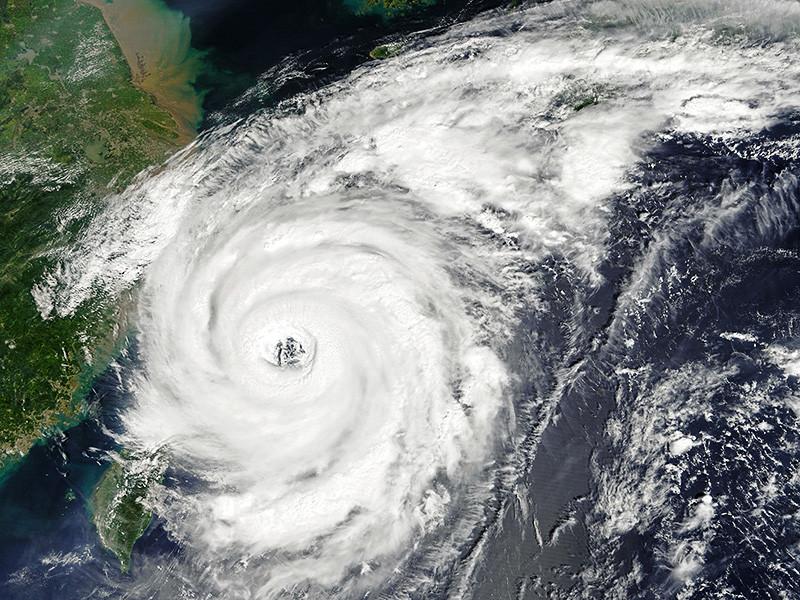 """Обрушившийся на Японию в минувшие выходные тайфун """"Талим"""" может причинить ущерб Дальнему Востоку России сильными ливнями и ураганным ветром"""