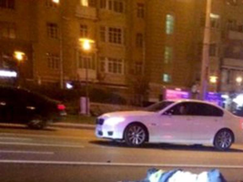 За рулем черного Mercedes-Benz S-класса с мигалкой и номером АМР, который накануне насмерть сбил инспектора ДПС Сергея Грачева, находился прапорщик ФСБ