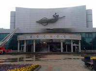 """В Екатеринбурге автомобиль с """"баллонами"""" въехал в кинотеатр, здание загорелось"""
