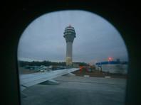 В петербургском аэропорту Пулкова женщина с ребенком упали с трапа
