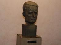 Шведский дипломат Рауль Валленберг спас жизни десятков тысяч венгерских евреев во время Холокоста, выдавая им паспорта граждан Швеции. В январе 1945 года после взятия Будапешта Красной армией его арестовали и переправили в Москву