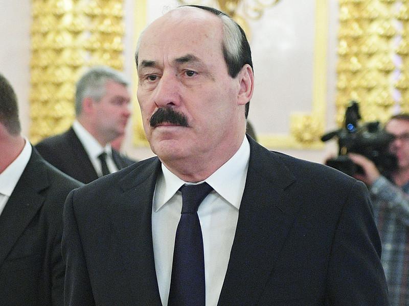 Главу Дагестана Рамазана Абдулатипова экстренно вызвали в администрацию президента обсудить его отставку и возможных преемников
