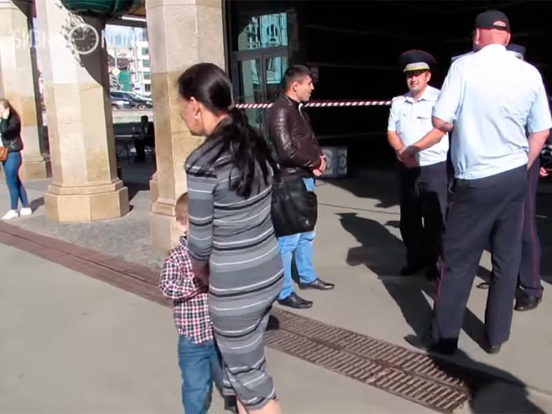 """Эвакуации в Казани: """"бомбы заложили"""" в 9 торговых центров и гостиниц"""