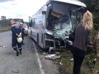 Лобовое ДТП произошло на 110 км автодороги Артем - Находка - порт Восточный. 40-летний водитель автобуса Kia не справился с управлением, выехал на полосу встречного движения, где столкнулся с легковым автомобилем марки Daihatsu
