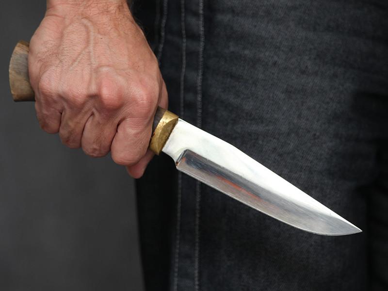 Полиция разыскивает неизвестного, напавшего с ножом на прохожих на северо-востоке Москвы. ЧП произошло еще в четверг вечером