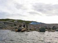 """В Белом море спасли трех архангельских рыбаков - """"робинзонов"""", десять дней проживших на необитаемом острове"""