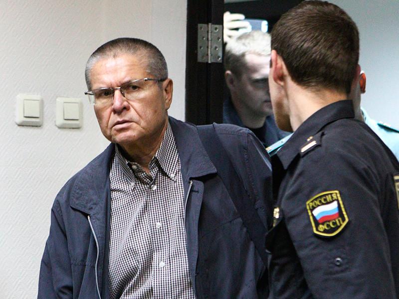 """Обвиняемый в получении взятки Улюкаев ответил Сечину: """"Бойтесь данайцев, приносящих колбайцев"""""""