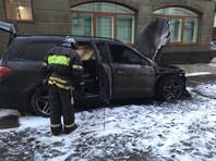 """В понедельник стало известно, что неизвестные подожгли автомобили у офиса компании адвоката Учителя Константина Добрынина. Злоумышленники оставили на месте преступления записку """"За Матильду гореть"""""""