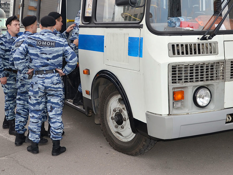 """После """"внушения"""" властей полицейские обошлись статьями, не связанными с темой протестных акций"""