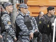 """Полиция провела рейд у ТЦ """"Москва"""", где вновь собрались мигранты после стычки с ЧОП"""