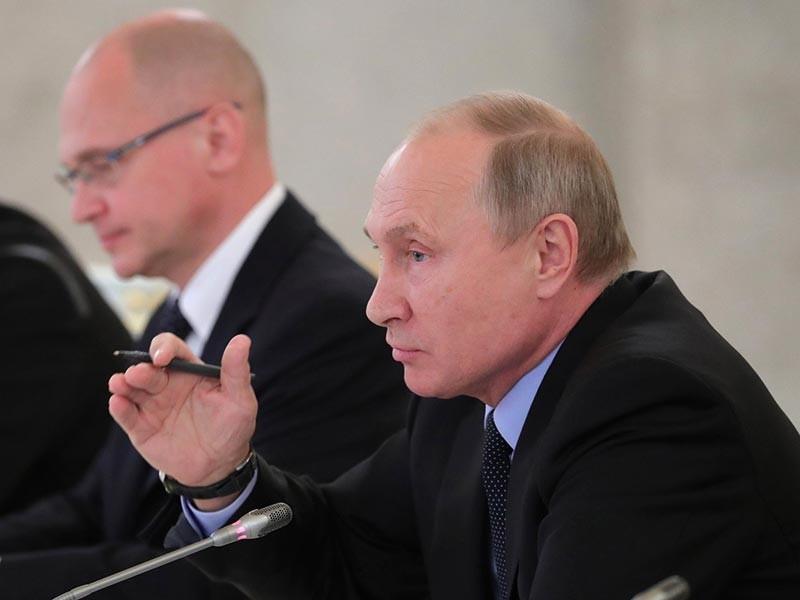 Президент России Владимир Путин во время заседания Совета по развитию гражданского общества и правам человека признал, что снижение явки на выборах является проблемой. При этом глава государства обратил внимание, что во всем мире люди все реже приходят на избирательные участки