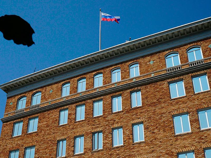 В Кремле после снятия флагов со здания генконсульства РФ в Сан-Франциско назвали действия США враждебными