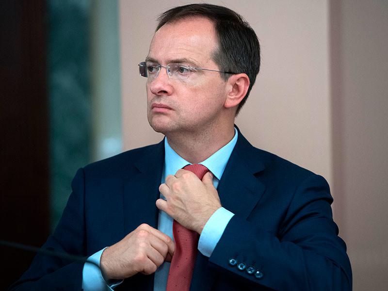 Министр культуры России Владимир Мединский может уйти в отставку из-за затянувшегося скандала вокруг его диссертации