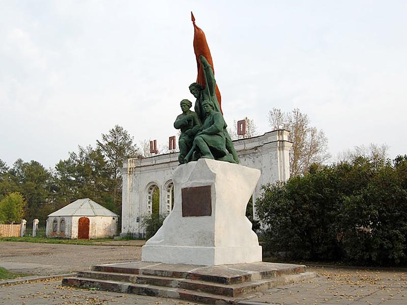 """Утром в воскресенье в Иркутске начался демонтаж памятника """"Борцам революции"""""""