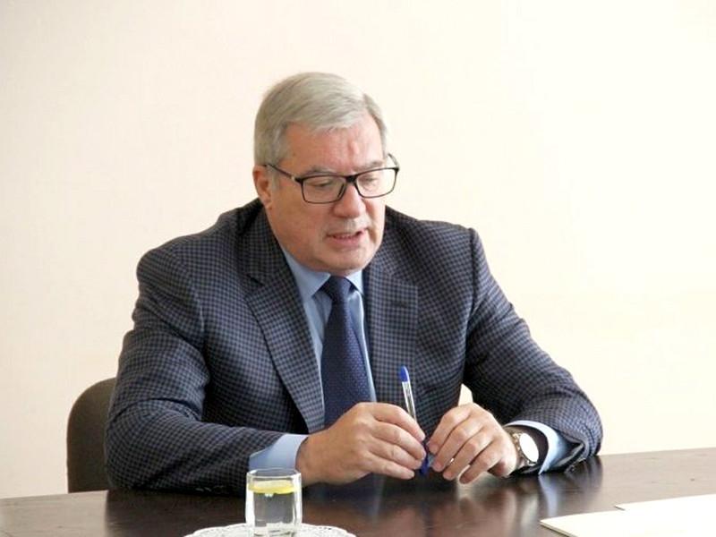 Экс-губернатор Кпасноярского края Виктор Толоконский, отставку которого президент РФ Владимир Путин принял 29 сентября, признался, что уволился не совсем добровольно