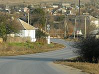 В Хабаровском крае неизвестные в форме инспекторов Росрыболовства на протяжении нескольких недель держали блокаду местного села Арка, перекрыв единственный наземный путь в Охотск, где расположены больницы, торговые центры и органы власти