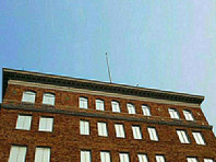 """Вашингтон вернул Москве флаги со здания российского консульства в Сан-Франциско и """"неприкосновенный"""" архив"""