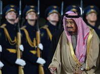 В Москве приезд короля Саудовской Аравии встретили почетным караулом и билбордами с его фотографией