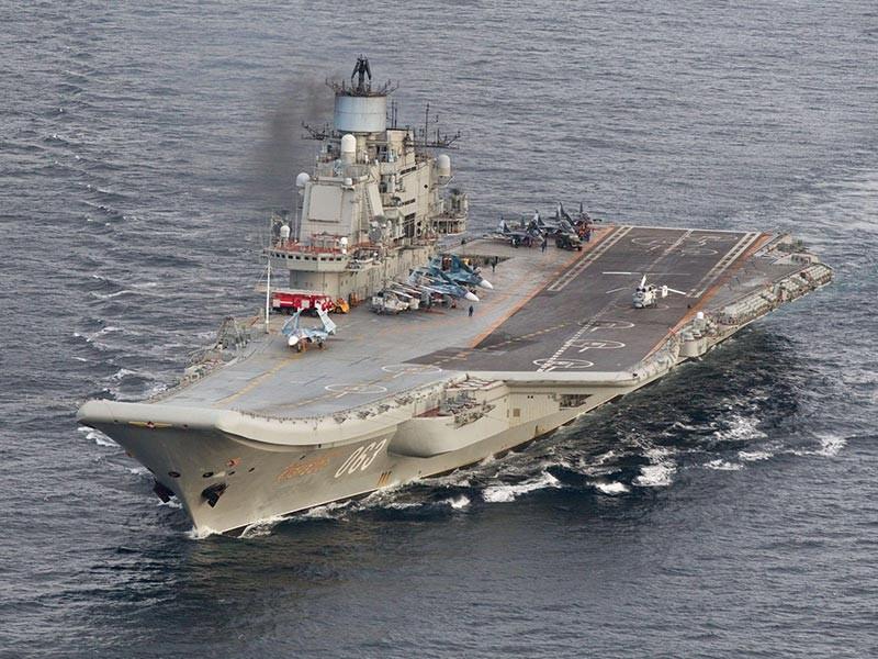 """Военное ведомство планирует сократить объем финансовых средств, которые предполагается выделить на ремонт и модернизацию тяжелого авианесущего крейсера (ТАВКР) """"Адмирал Кузнецов"""", сообщает """"Интерфакс"""" со ссылкой на анонимный источник"""