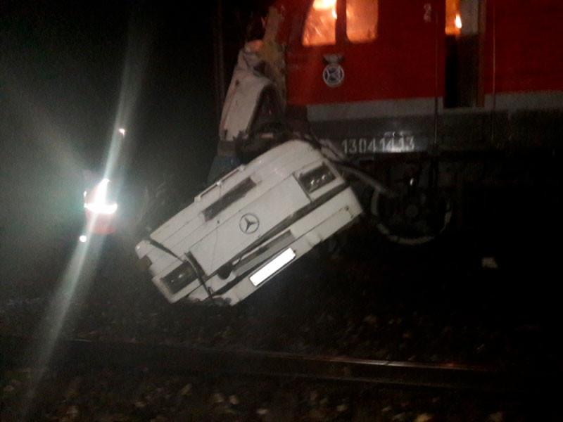 Во Владимирской области поезд врезался в пассажирский автобус