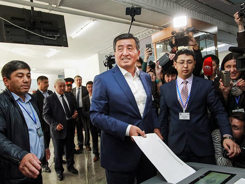 В России считают, что победивший на президентских выборах в Киргизии экс-премьер Сооронбай Жээнбеков, преемник нынешнего главы государства Алмазбека Атамбаева, продолжит развитие дружественных и союзнических отношений между Россией и Киргизией, так как будучи еще премьер-министром он многое для этого сделал