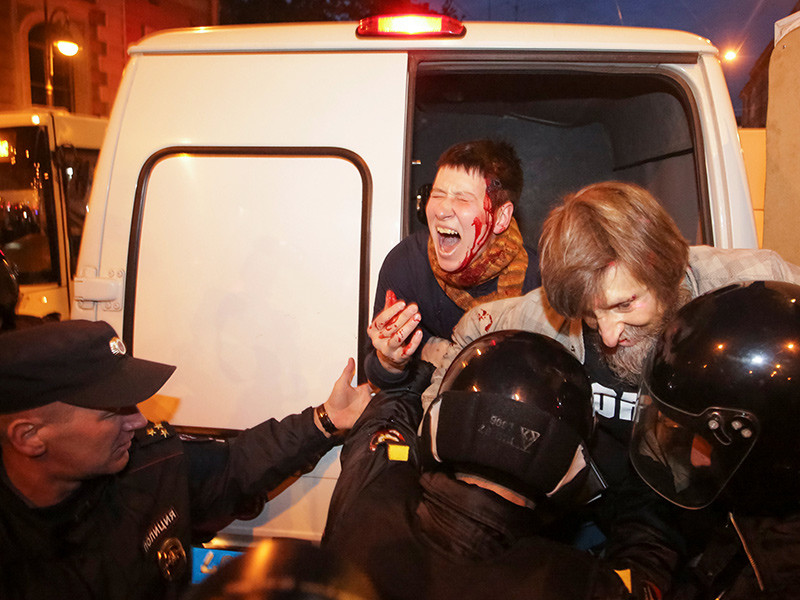 В Петербурге жесткие задержания после митинга за Навального