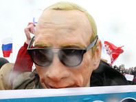 В Петербург на Марсово поле пришел человек в маске Путина