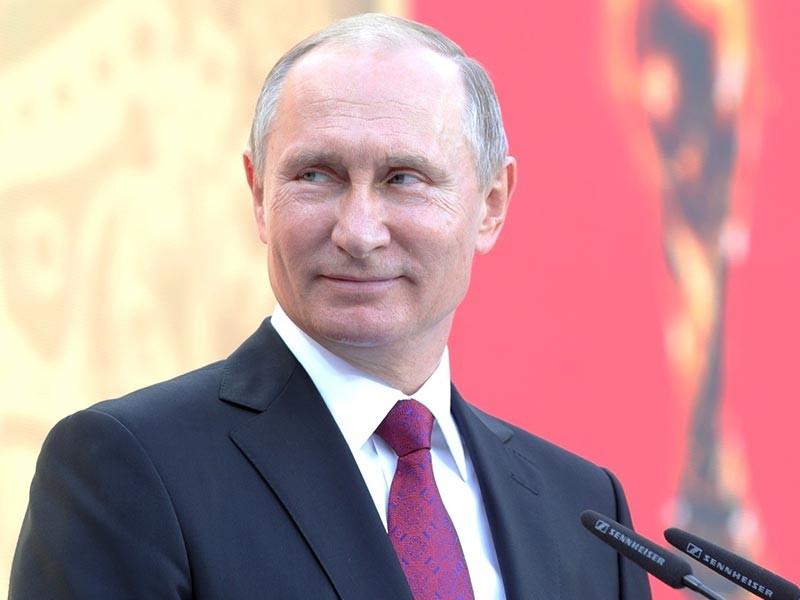 Президент России Владимир Путин, который в этом году будет праздновать свой очередной юбилей в кругу родных, близких и друзей, за свою долгую 18-летнюю карьеру у руля страны получил немало подарков, многие из которых оказались по-настоящему необычными