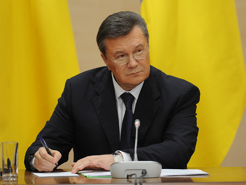 Управление по вопросам миграции главка МВД России по Ростовской области продлило право на временное убежище для экс-президента Украины Виктора Януковича еще на год - до 26 октября 2018 года
