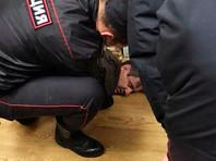 """Сотрудники правоохранительных органов у неизвестного мужчины на полу в редакции """"Эхо Москвы"""""""