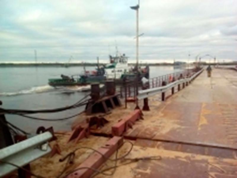 На Ямале из-под носа казаков похитили снятые с ареста баржи и потопили теплоход