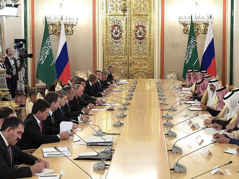 Президент РФ Владимир Путин проводит встречу в Кремле с королем Саудовской Аравии Салманом Бен Абдель-Азизом Аль Саудом