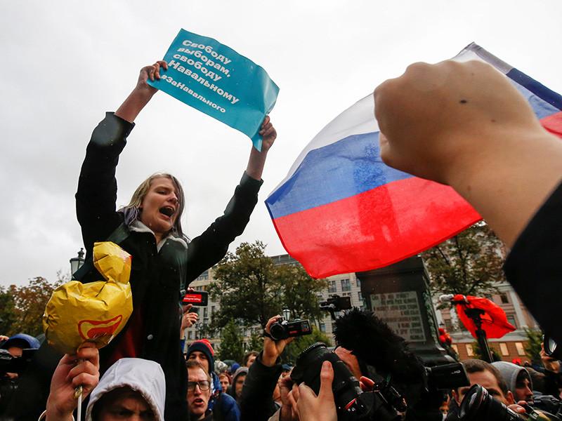 На акциях за Навального задержали почти 100 человек