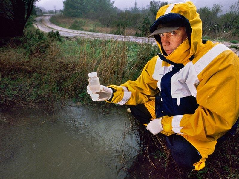 В казахстанском городе Петропавловске прорвало канализацию, и нечистоты попали в реку Ишим, протекающую по Западной Сибири. В Тюменской области усилен контроль за качеством питьевой воды