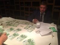 """""""Согласитесь, все-таки странным является объяснение, согласно которому губернатор субъекта Российской Федерации берет деньги у предпринимателя - и не в Кирове, а в Москве, и не в рабочем кабинете, а в ресторане, и не в рублях, а в долларах"""", - сказал Путин"""