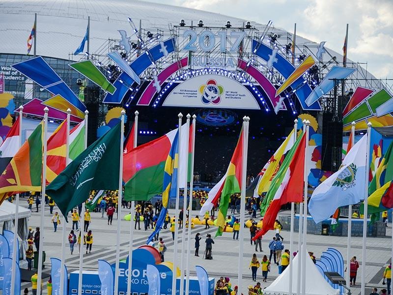 На открывшемся в Сочи Всемирном фестивале молодежи и студентов,похоже, разгорается международный скандал. Руководитель делегации из Ливана запретил ее участникам посещать фестивальные мероприятия, поскольку там будут находиться израильтяне