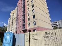 """Строительство ЖК """"Кольцовский"""" в поселке Кольцово на улице Бахчиванджи, 17, начал застройщик АН """"Базис"""". Квартиры должны были сдать владельцам еще в 2014 году, но сначала строительство затягивалось, а в июле 2015 года и вовсе было остановлено из-за того, что у застройщика кончились деньги"""