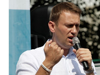 При этом Познер признал, что хотел бы позвать в свою программу на Первом канале оппозиционера Алексея Навального, но не может этого сделать