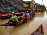 """Путин выделил Вьетнаму, где от тайфуна """"Дамри"""" погибли более 60 человек, 5 млн долларов и гуманитарную помощь"""